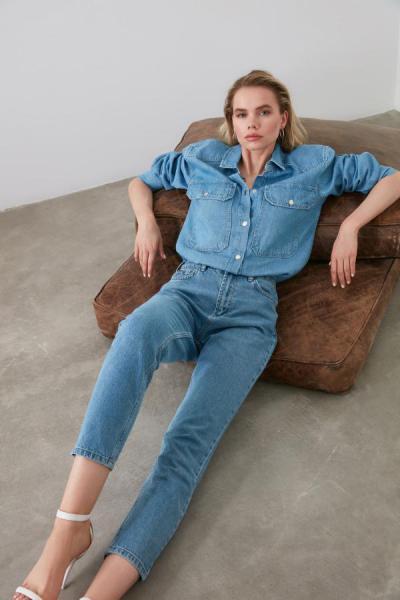 شلوار جین زنانه شیک و جدید برند TRENDYOLMİLLA رنگ آبی کد ty25592609