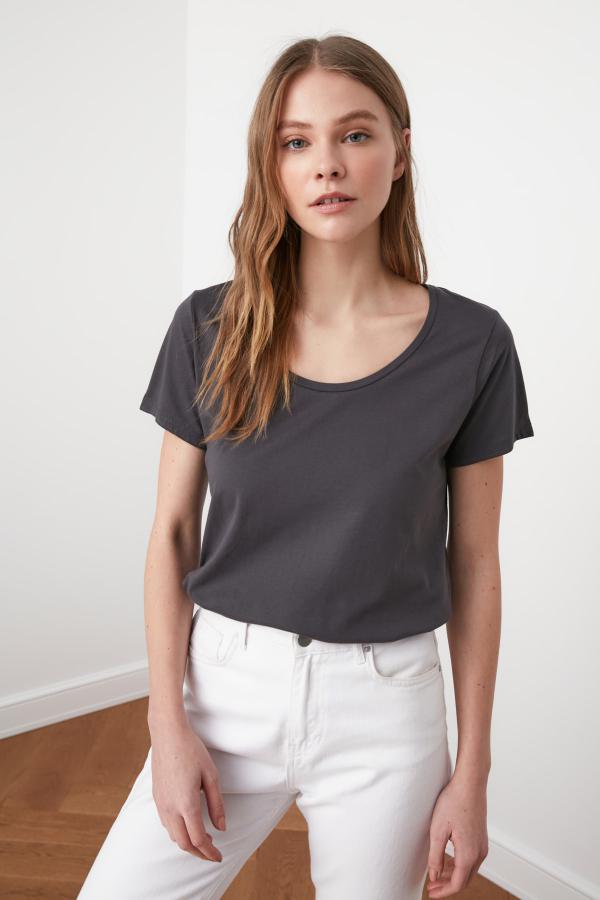خرید پستی تیشرت شیک زنانه مارک ترندیول میلا رنگ نقره ای کد ty35613515