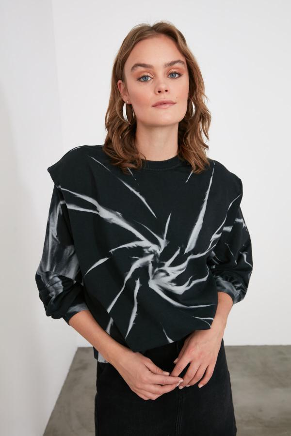 سویشرت زنانه ساده برند TRENDYOLMİLLA رنگ مشکی کد ty51162242