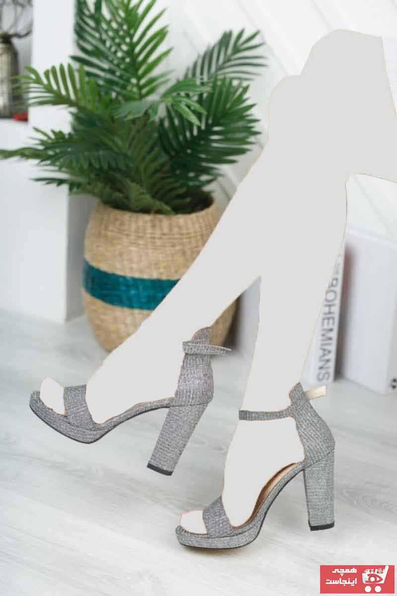 فروش اینترنتی کفش پاشنه بلند مجلسی زنانه با قیمت برند KILINÇ رنگ طلایی ty91050852