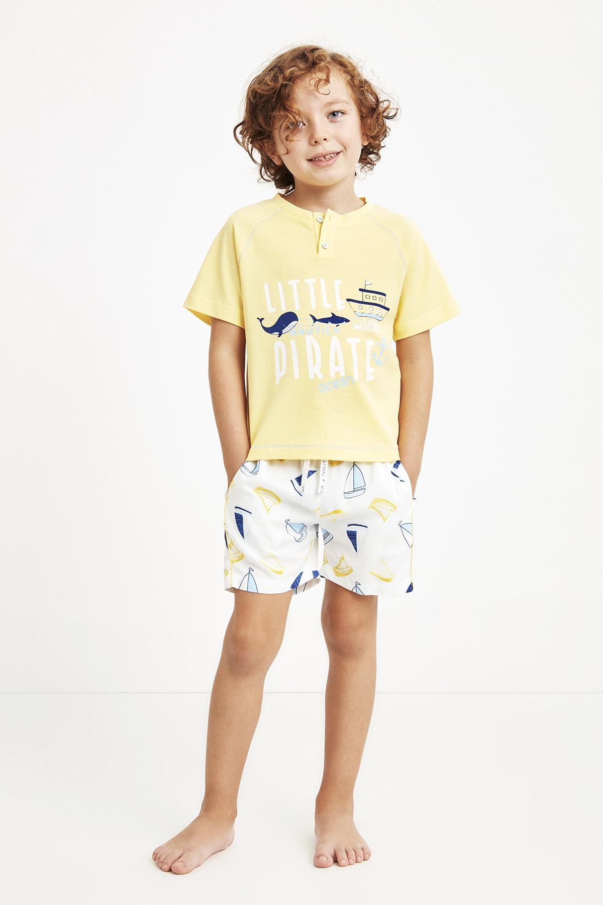 شلوارک بچه گانه نگیندار برند Nautica رنگ زرد ty110278439